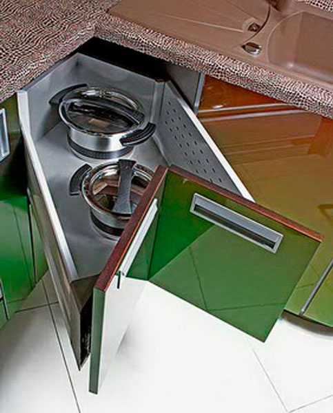 Куда удобней встраивать сушилку в угловой кухне 5